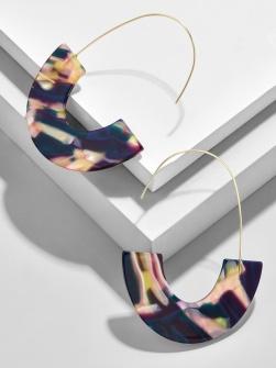 https://www.baublebar.com/product/37714-faidra-resin-drop-earrings?sku=37715